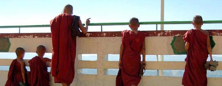 ecoburma.com-monks